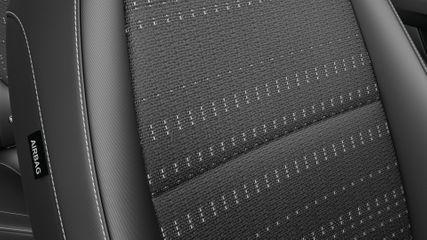 Текстильная обивка сидений черного цвета